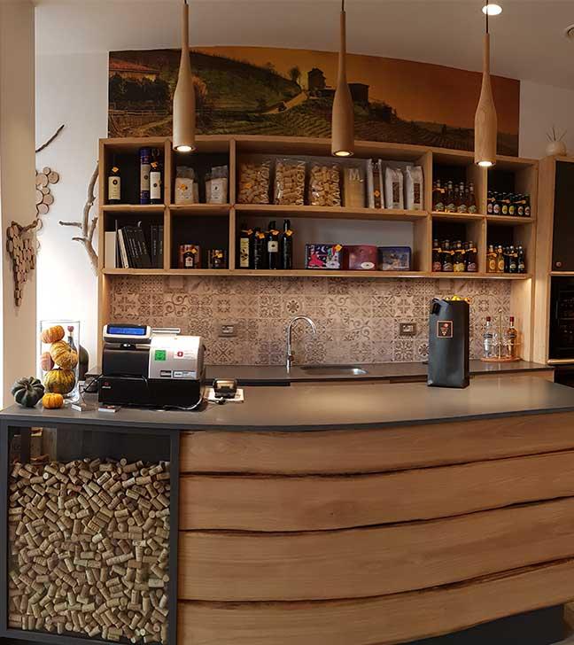vinacoteca-bancone-legno